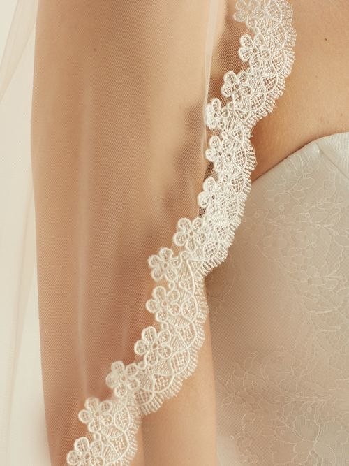 assets/images/6/S340-Bianco-Evento-bridal-veil-%282%29-fdbd0a98.jpg